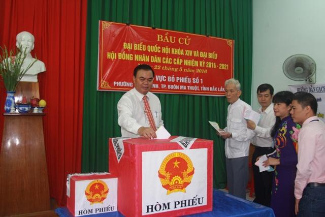 Cử tri Đắk Lắk gửi trọn niềm tin trong lá phiếu bầu cử.