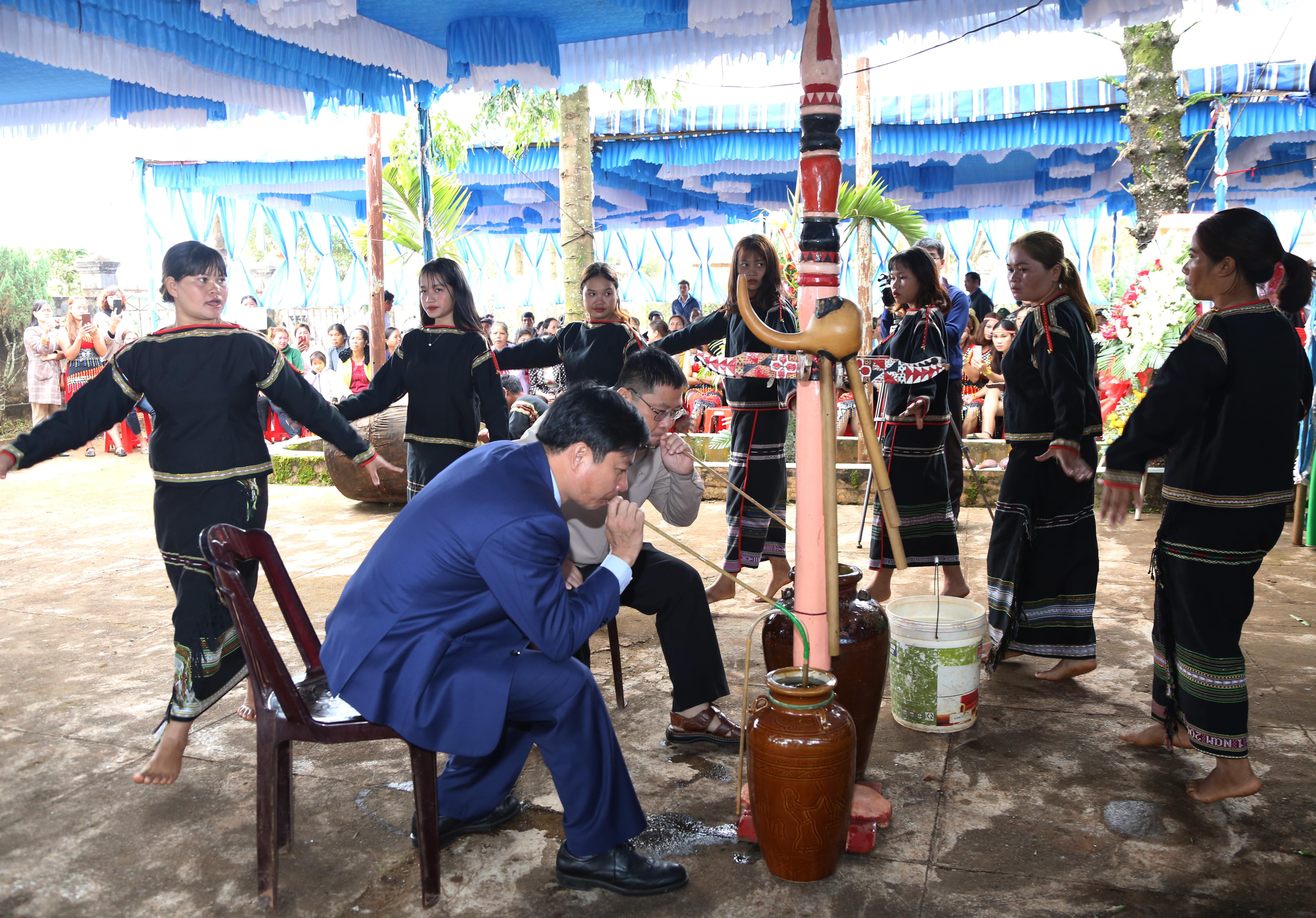 Ngày hội Đại đoàn kết toàn dân tộc buôn Wiao (Krông Năng)