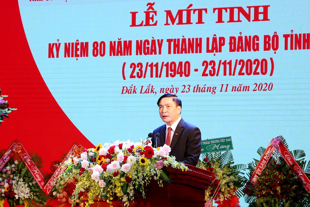 Đồng chí Bùi Văn Cường - Ủy viên BCH Trung ương Đảng, Bí thư Tỉnh ủy trình bày diễn văn tại buổi lễ.