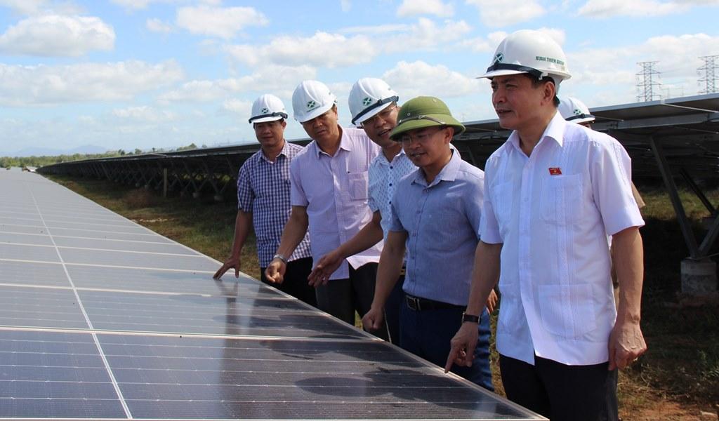 Bí thư Tỉnh ủy Bùi Văn Cường tham quan Nhà máy Điện mặt trời Xuân Thiện - Ea Súp