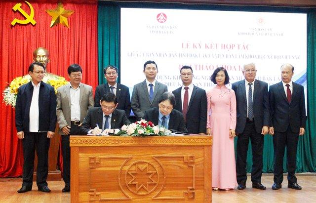 UBND tỉnh và Viện Hàn lâm Khoa học Xã hội Việt Nam  ký kết thỏa thuận hợp tác giai đoạn 2021 – 2025