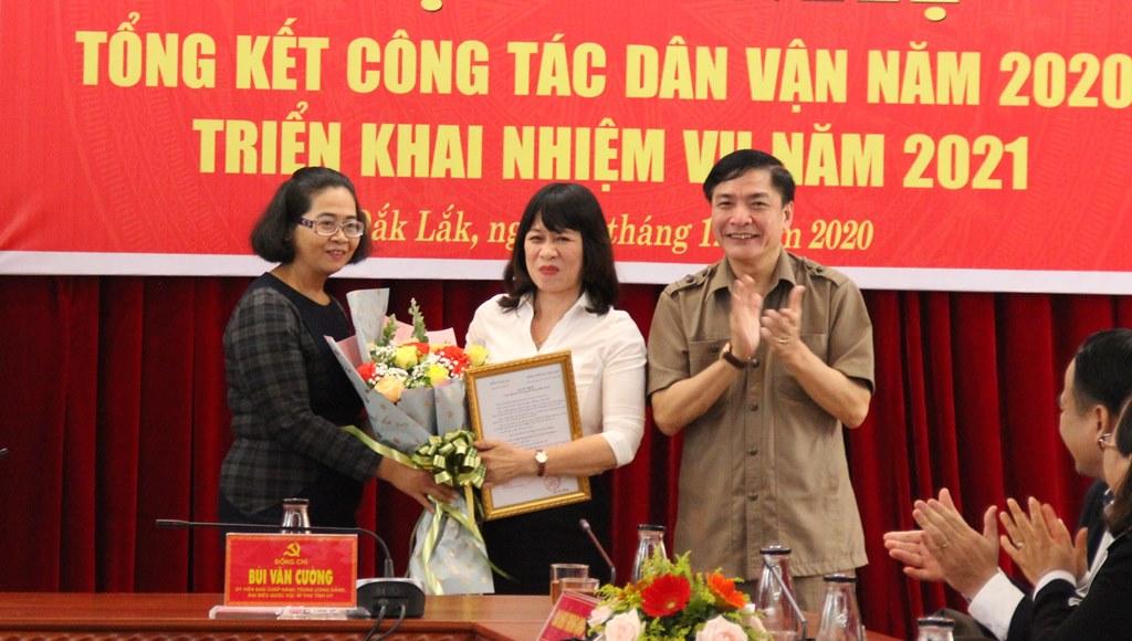 Trao Quyết định nghỉ hưu cho Phó trưởng Ban Dân vận Tỉnh ủy