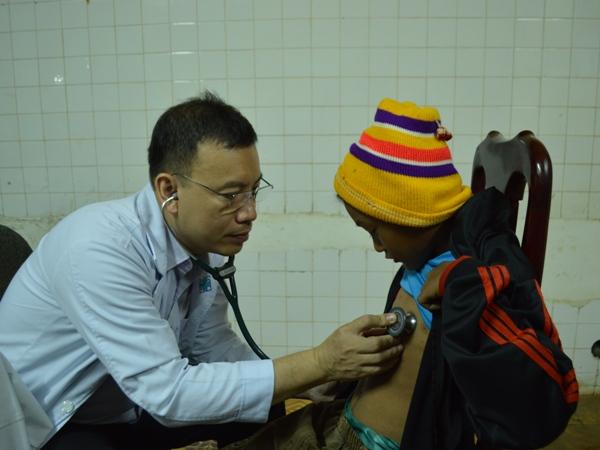 """Chương trình """"Trái tim cho em"""" khám sàng lọc bệnh tim bẩm sinh miễn phí gần 1.000 trẻ em tại Đắk Lắk"""