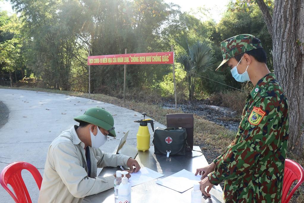 Siết chặt phòng tuyến chống dịch trên biên giới