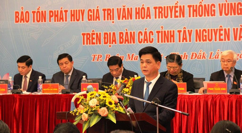 Đại biểu phát biểu tham luận tại Hội thảo