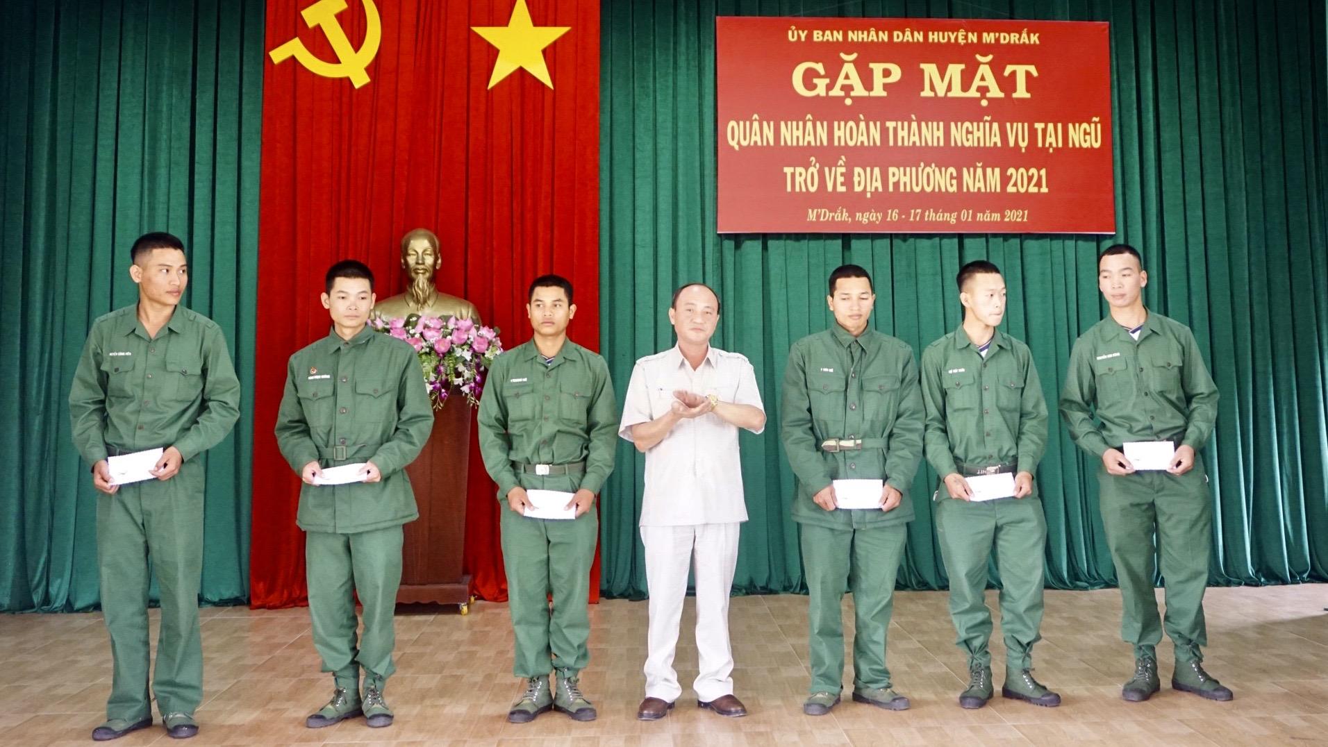 Huyện M'Đrắk đón 116 quân nhân xuất ngũ trở về địa phương