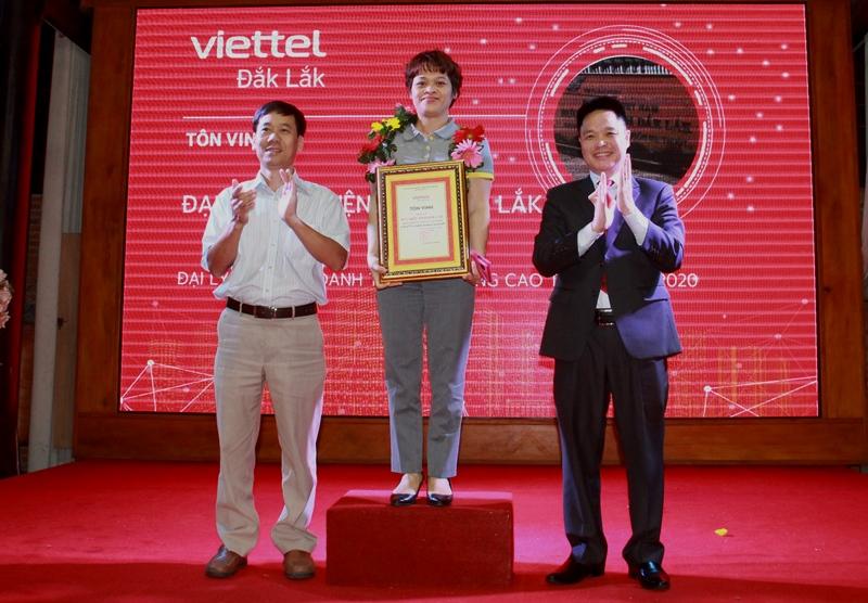 Viettel Đắk Lắk tôn vinh kênh bán năm 2020