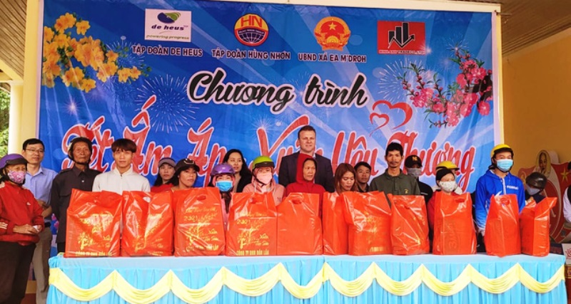 Tập đoàn De Heus và Tập đoàn Hùng Nhơn tặng quà Tết và tài trợ 500 triệu xây cầu ở xã Ea M'droh