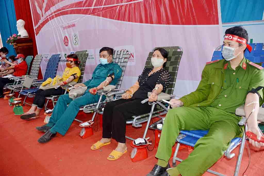 """""""Chủ nhật đỏ"""" 2021 tại Đắk Lắk thu được hơn 3.000 đơn vị máu"""