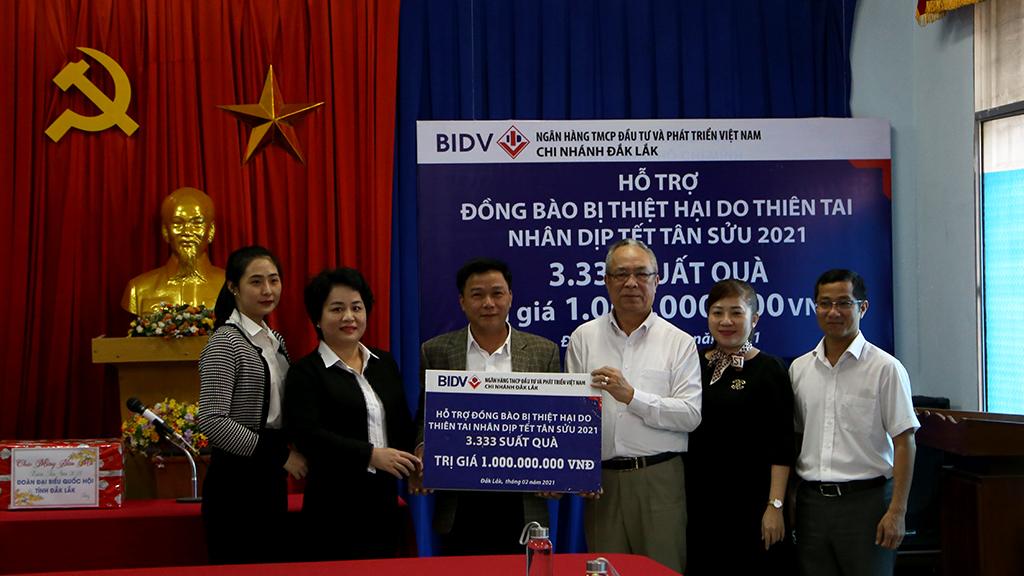 BIDV Đắk Lắk trao tặng 01 tỷ đồng hỗ trợ đồng bào bị thiên tai nhân dịp Tết Tân Sửu