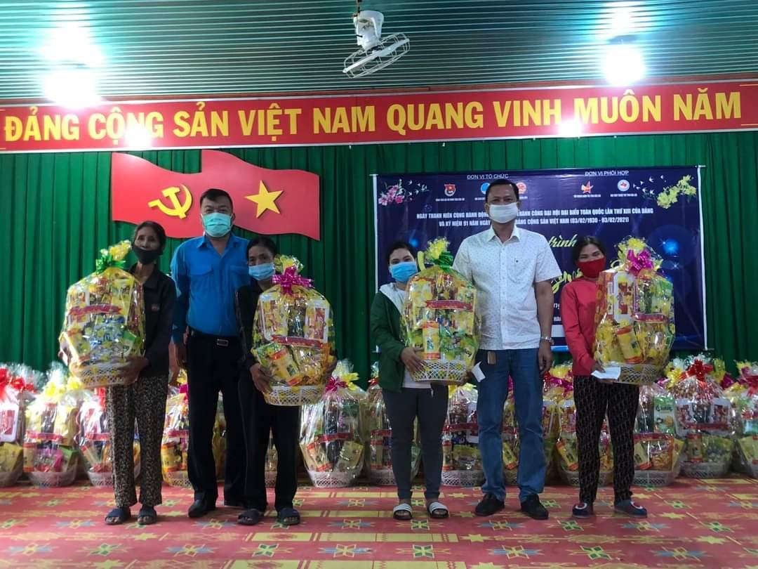 Hội LHTN Việt Nam tỉnh huy động gần 700 triệu đồng chăm lo Tết cho nhân dân các địa phương trong tỉnh
