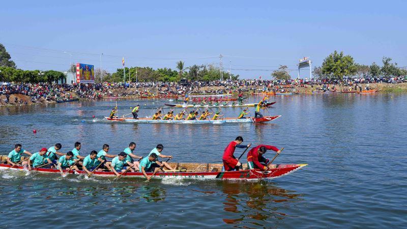 Hoãn Giải đua thuyền truyền thống nam huyện Krông Ana