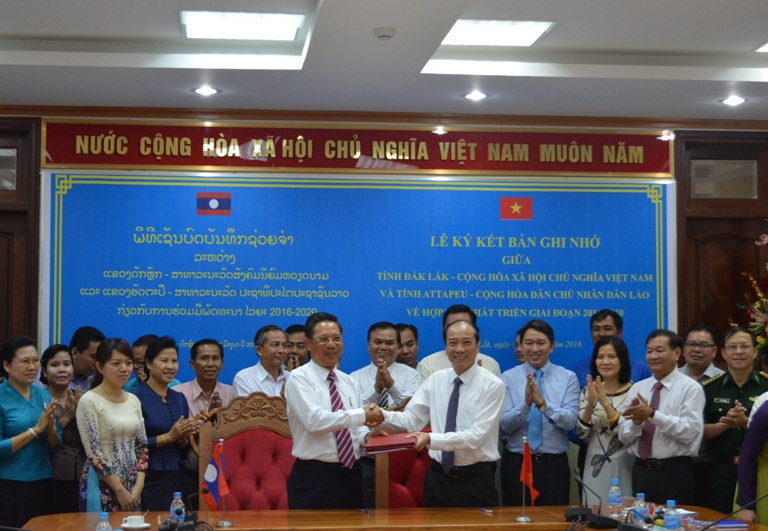 Đắk Lắk và Attapeu (Lào) ký kết bản ghi nhớ hợp tác phát triển giai đoạn 2016 – 2020.