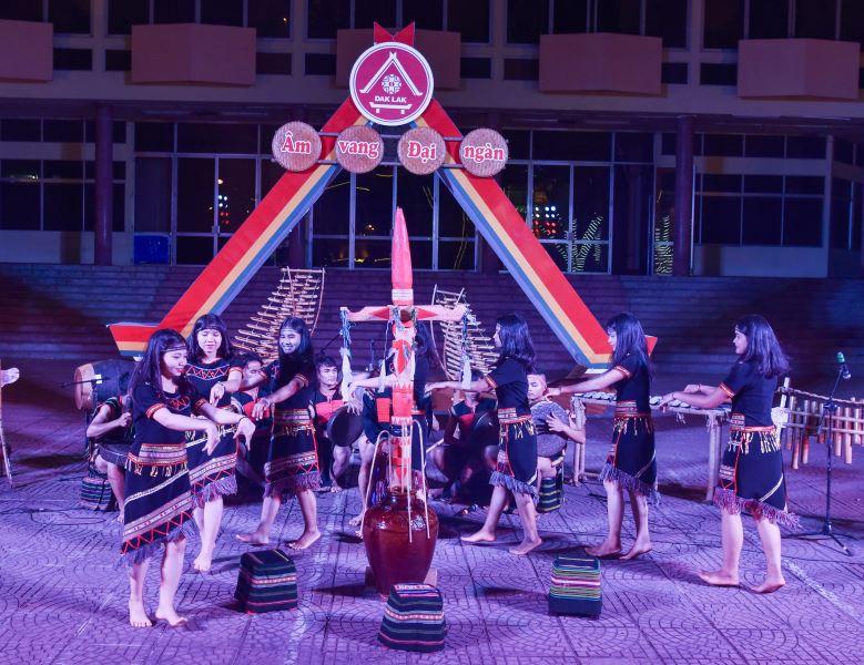 Tạm dừng tổ chức Chương trình biểu diễn văn hóa cồng chiêng phục vụ Nhân dân địa phương và du khách