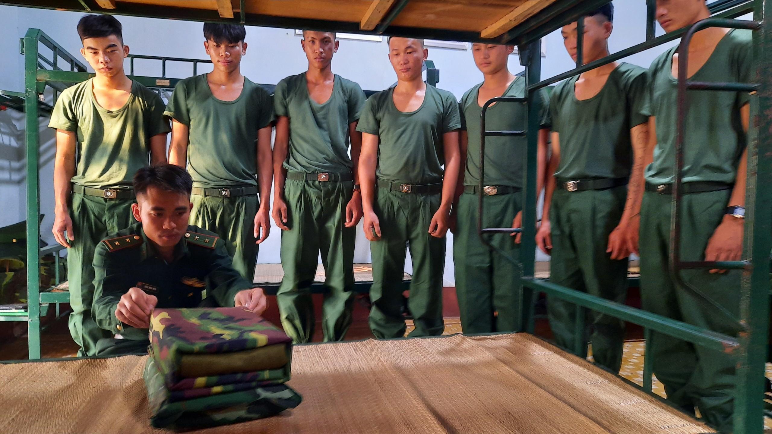 Tiểu đoàn Huấn luyện – Cơ động tiếp nhận và huấn luyện chiến sĩ mới.