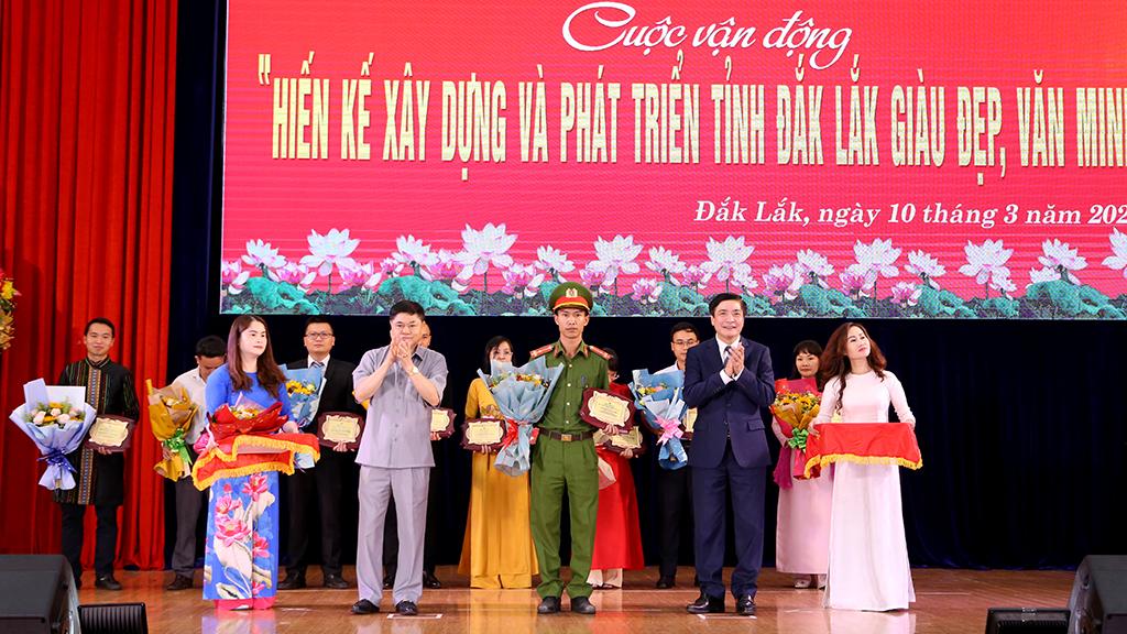 """Trao thưởng Cuộc vận động """"Hiến kế xây dựng và phát triển tỉnh Đắk Lắk giàu đẹp, văn minh"""""""