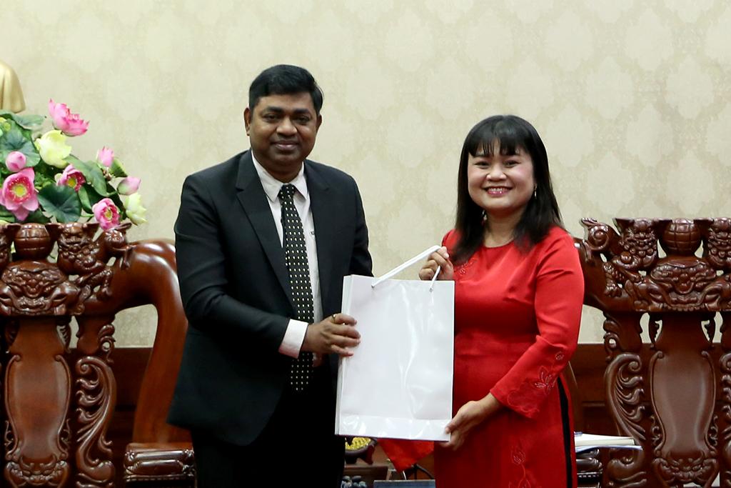 UBND tỉnh chào xã giao Đoàn công tác của Tổng lãnh sự quán Ấn Độ