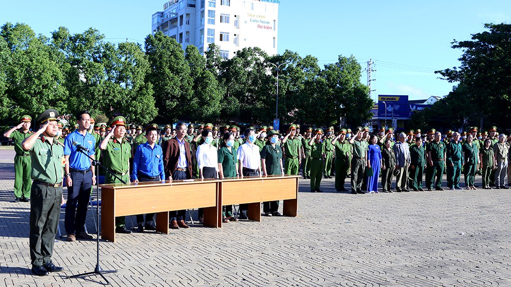 Hơn 1.000 đoàn viên thanh niên tham dự Lễ chào cờ kỷ niệm 90 năm Ngày thành lập Đoàn TNCS Hồ Chí Minh