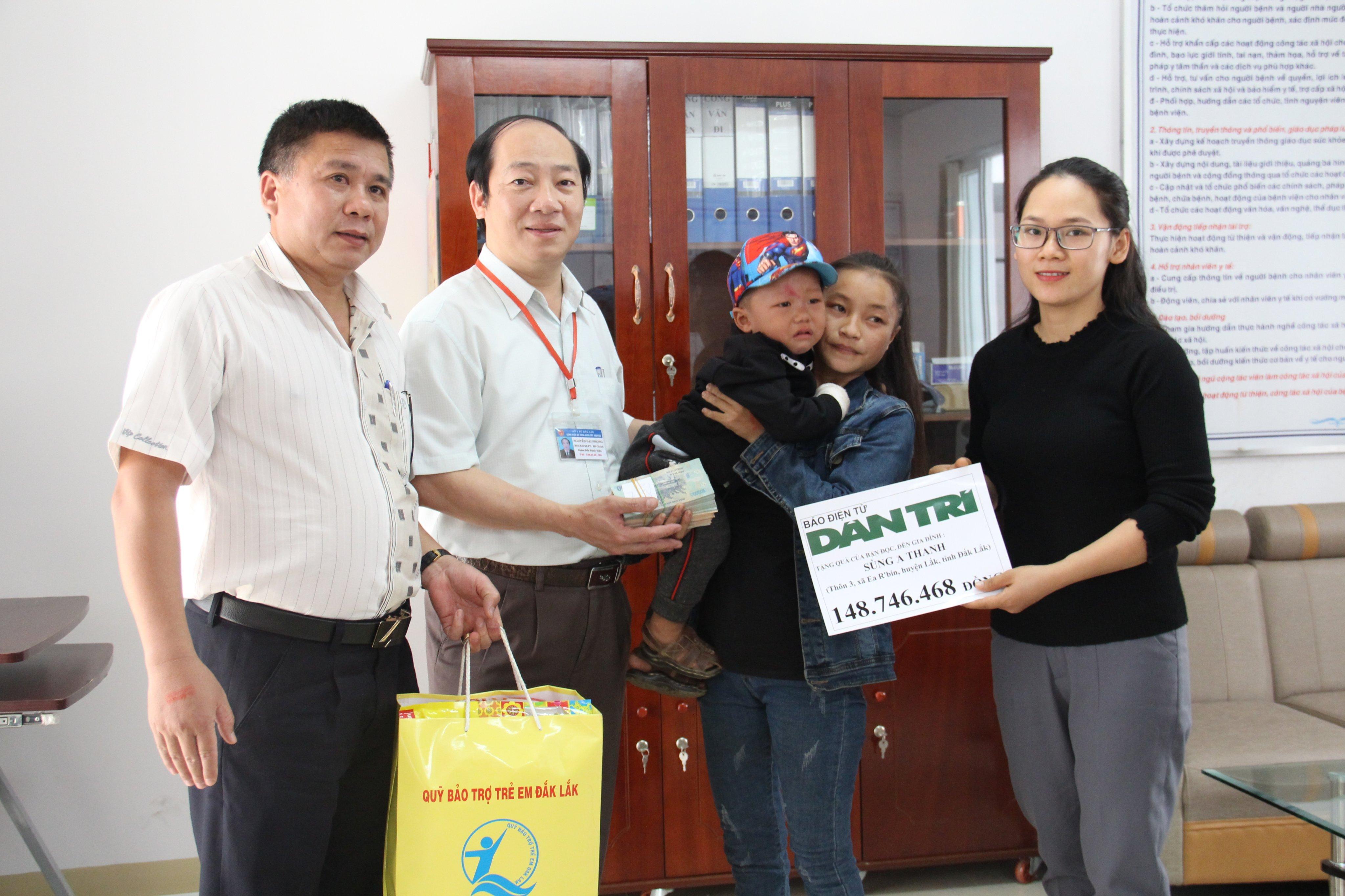 Bạn đọc giúp trên 148 triệu đồng cứu giúp bé trai 2 tuổi ở Đắk Lắk bị té vào bếp lửa