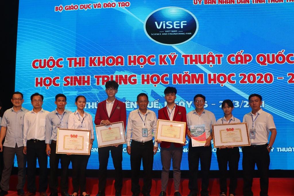 Học sinh Đắk Lắk đoạt giải Nhất Cuộc thi Khoa học Kỹ thuật cấp quốc gia học sinh trung học