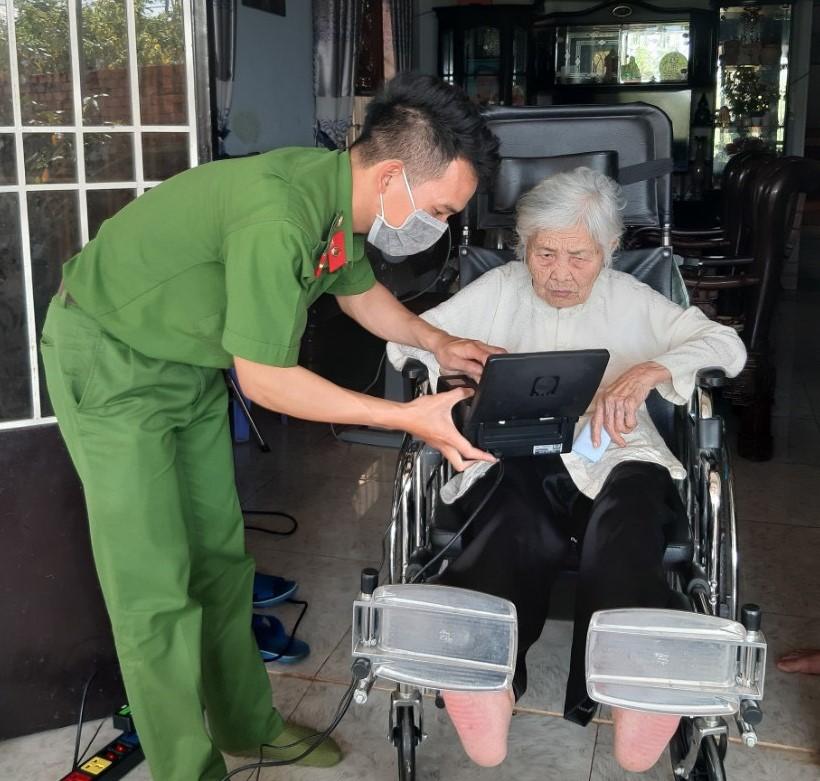 Công an huyện Cư Kuin nỗ lực hoàn thành cấp căn cước công dân theo lộ trình