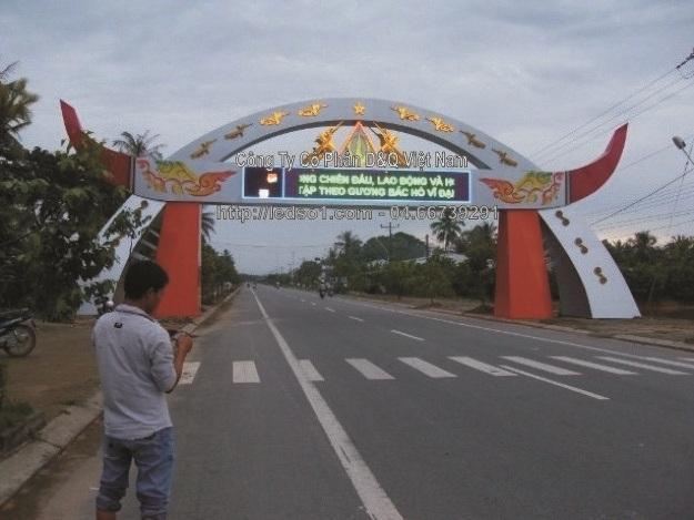 Xử lý kinh phí xây dựng cổng chào của huyện Ea Kar.