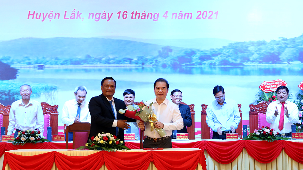 Investment promotion conference held in Lak district: Enterprises signs investment with total investment capital of VND 1.400 billion