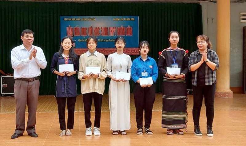 Hội Văn học Nghệ thuật Đắk Lắk tổ chức nhiều hoạt động nhân Ngày sách và văn hóa đọc Việt Nam