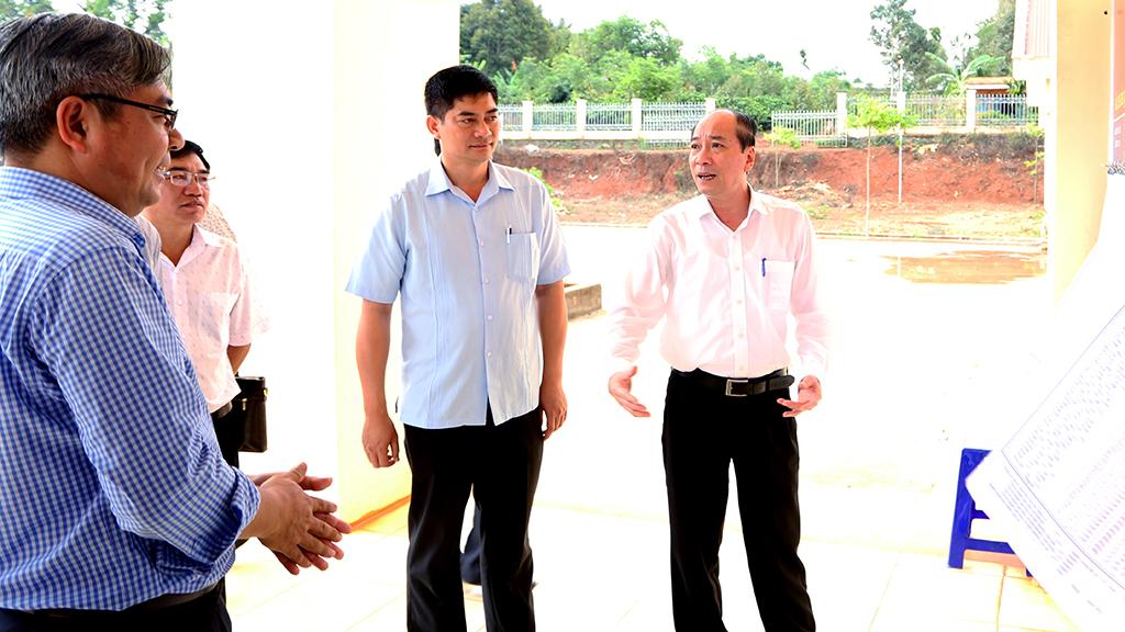 Kiểm tra công tác chuẩn bị bầu cử tại thị xã Buôn Hồ