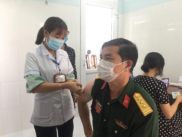 Thị xã Buôn tiêm vắc xin phòng Covid-19 trong đợt 1