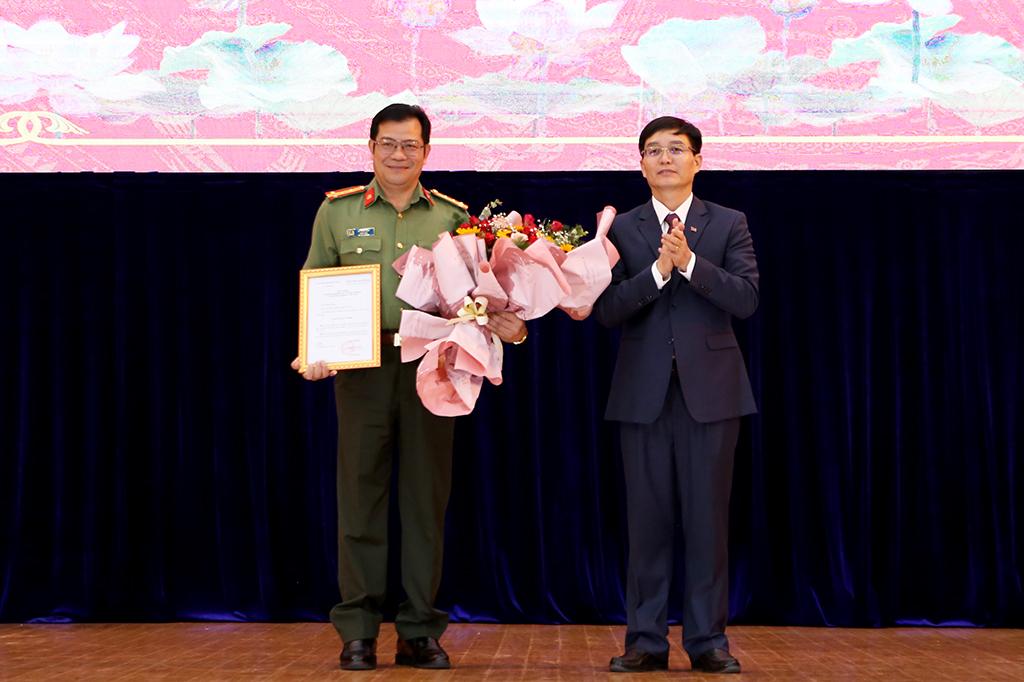 Công bố Quyết định của Ban Bí thư chỉ định Giám đốc Công an tỉnh Đắk Lắk tham gia Ban Chấp hành, Ban Thường vụ Tỉnh ủy