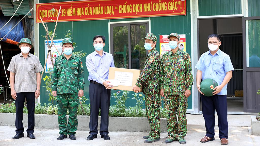 Bí thư Tỉnh ủy Nguyễn Đình Trung kiểm tra công tác phòng dịch trên tuyến biên giới