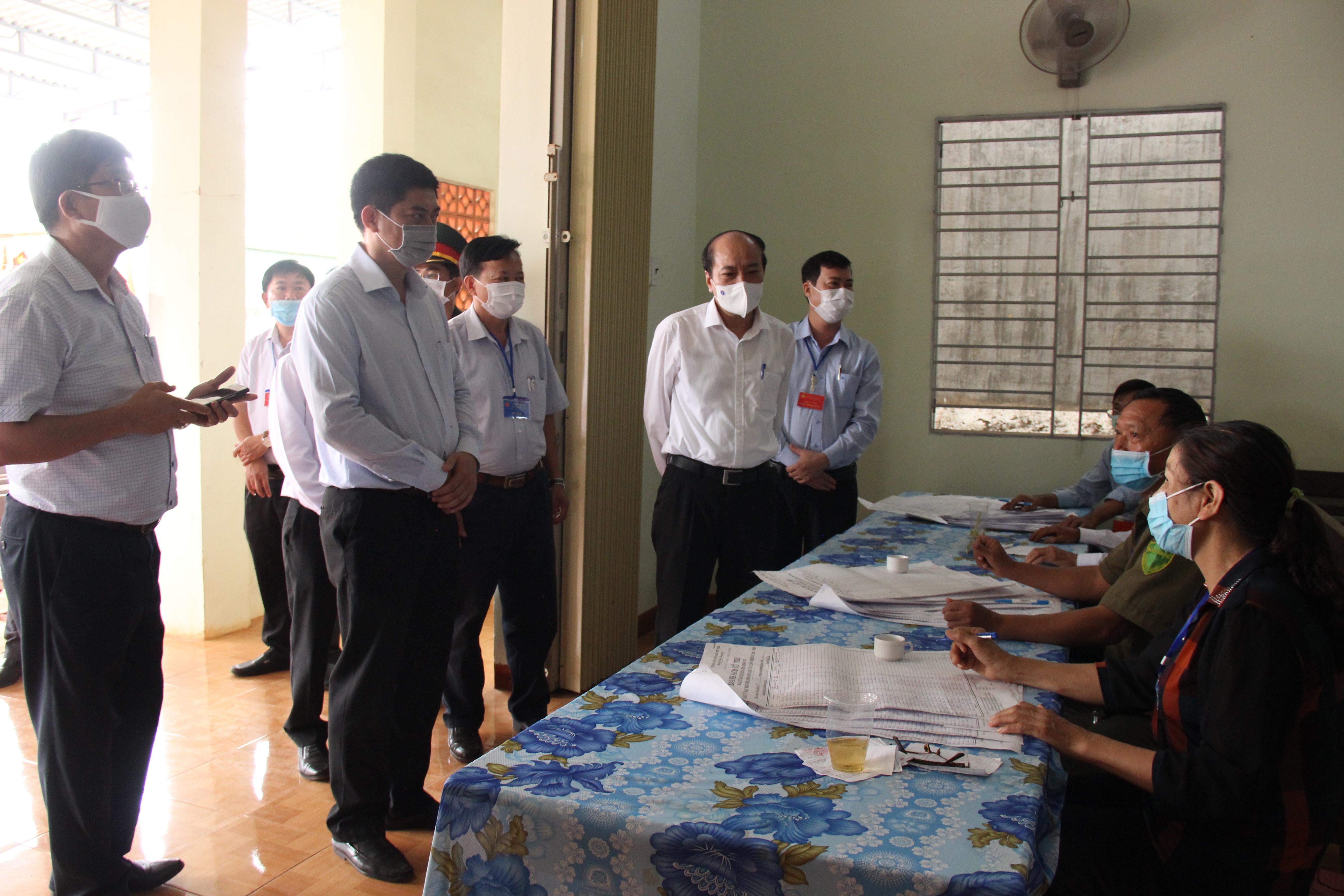 Chủ tịch UBND tỉnh Phạm Ngọc Nghị kiểm tra công tác tổ chức bầu cử tại huyện Krông Pắc