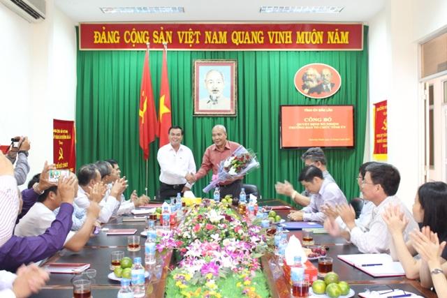 Tỉnh ủy công bố, trao Quyết định bổ nhiệm chức vụ Trưởng Ban Tổ chức Tỉnh ủy.