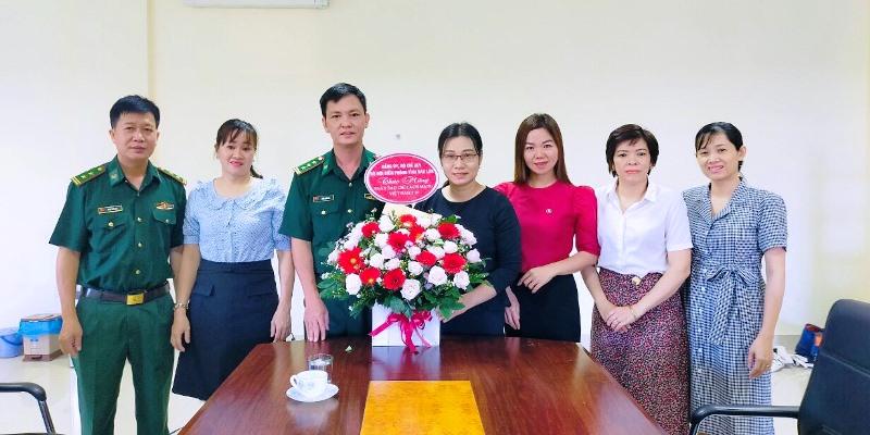 Bộ đội Biên phòng tỉnh thăm và tặng hoa chúc mừng Cổng Thông tin điện tử tỉnh