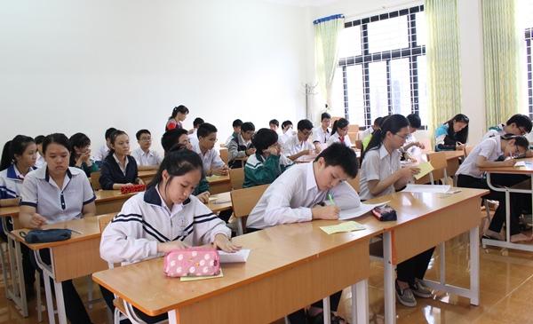 Hơn 2.000 thí sinh thi tuyển vào lớp 10 Trường THPT Chuyên Nguyễn Du và Dân tộc nội trú Nơ Trang Lơng năm học 2016-2017