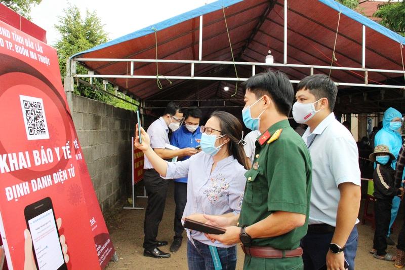 Viettel Đắk Lắk lắp đặt hệ thống khai báo Y tế điện tử tại chốt kiểm dịch xã Hòa Phú, thành phố Buôn Ma Thuột