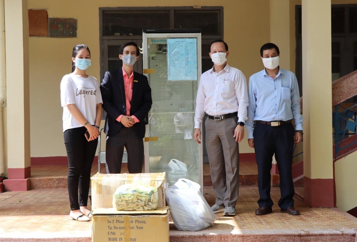 Công ty Cổ phần Dược - Vật tư y tế Đắk Lắk tặng vật tư y tế phục vụ chống dịch COVID-19