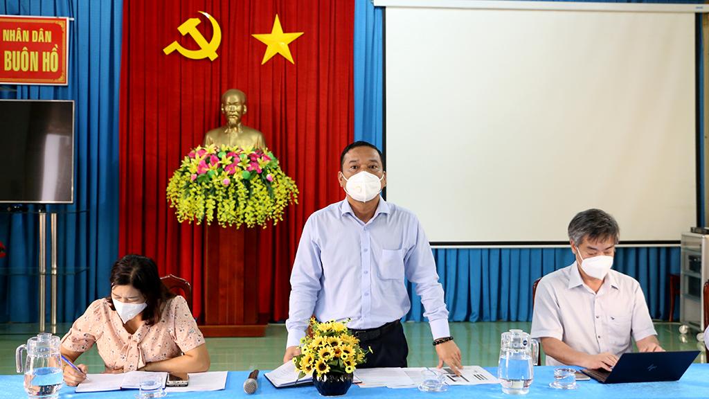 Đoàn công tác của Phó Chủ tịch UBND tỉnh Y Giang Gry Niê Knơng kiểm tra công tác phòng, chống dịch tại thị xã Buôn Hồ