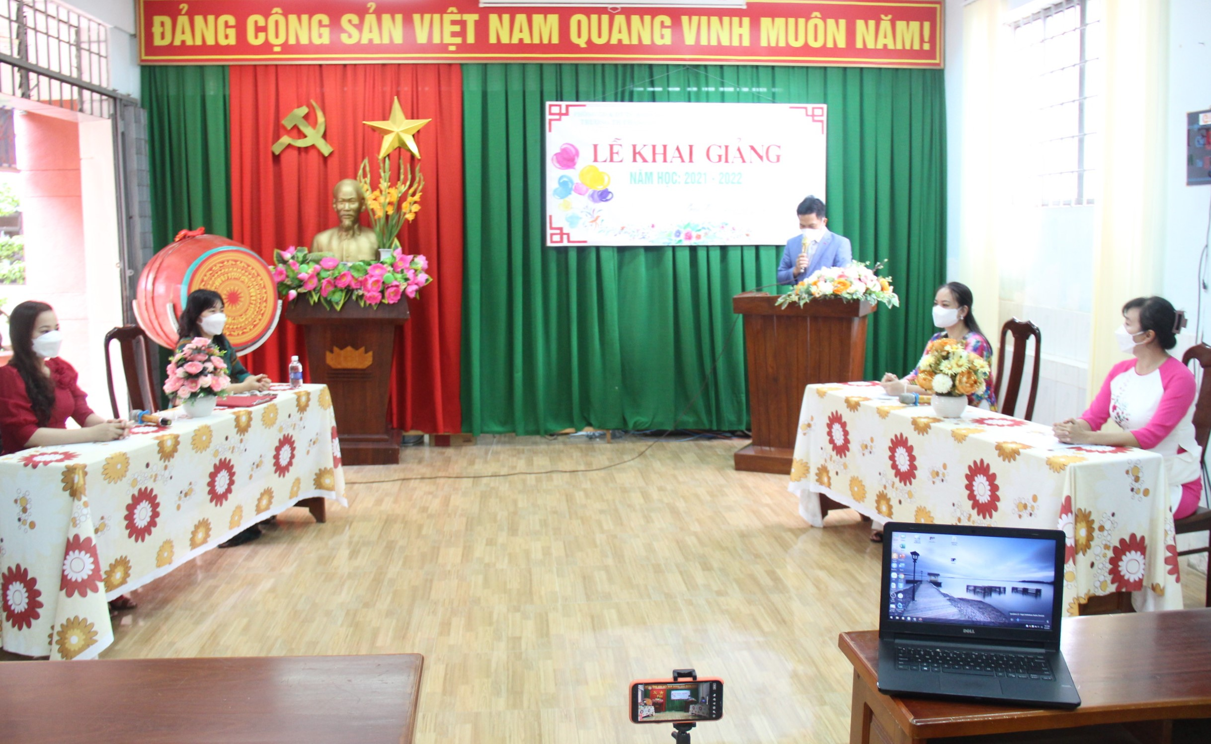Dak Lak Province organizes the opening ceremony of the 2021-2022 school year safely, concisely, and practically