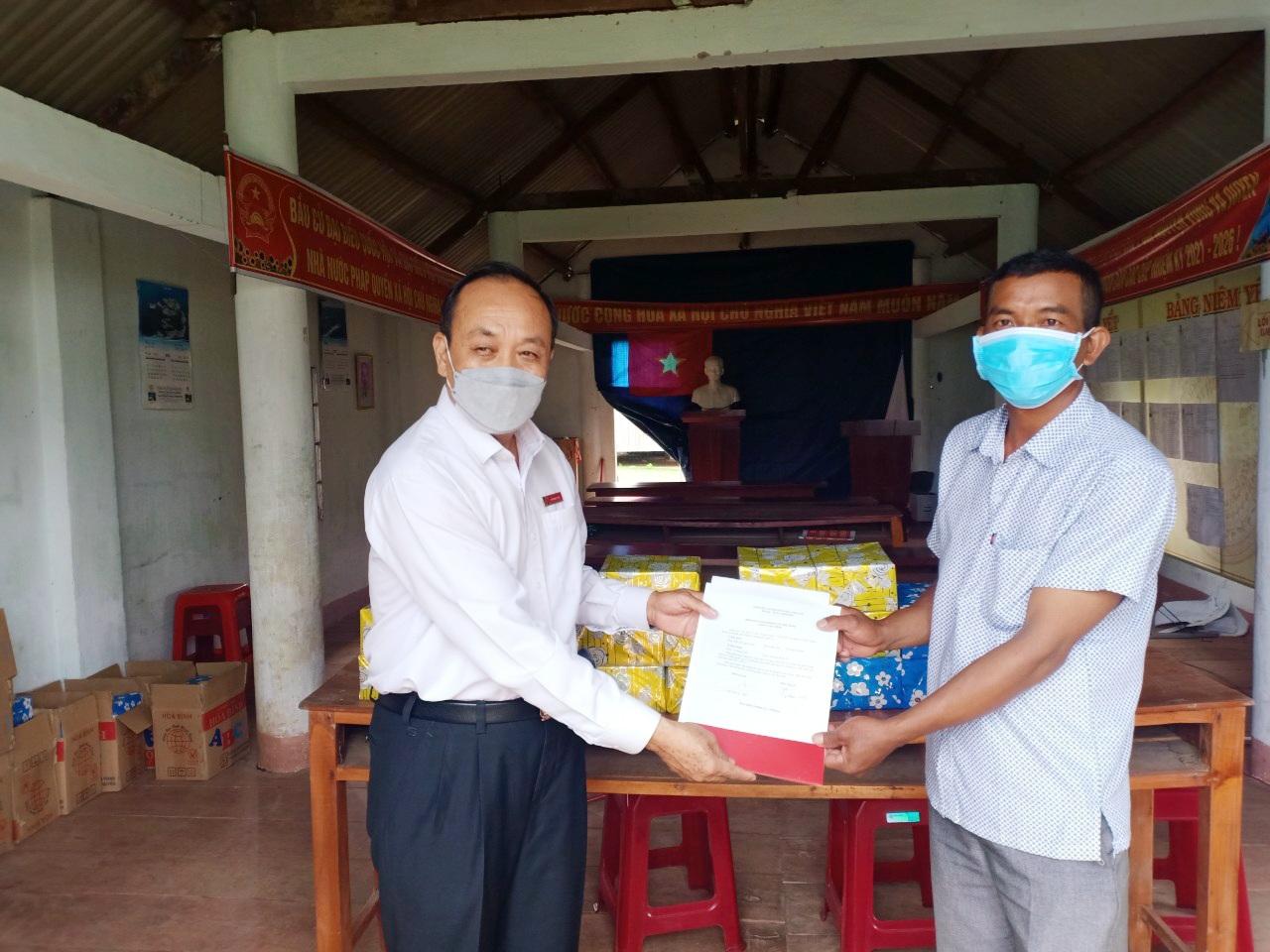 Agribank tỉnh Đắk Lắk tặng quà cho học sinh nhân dịp năm học mới 2021-2022