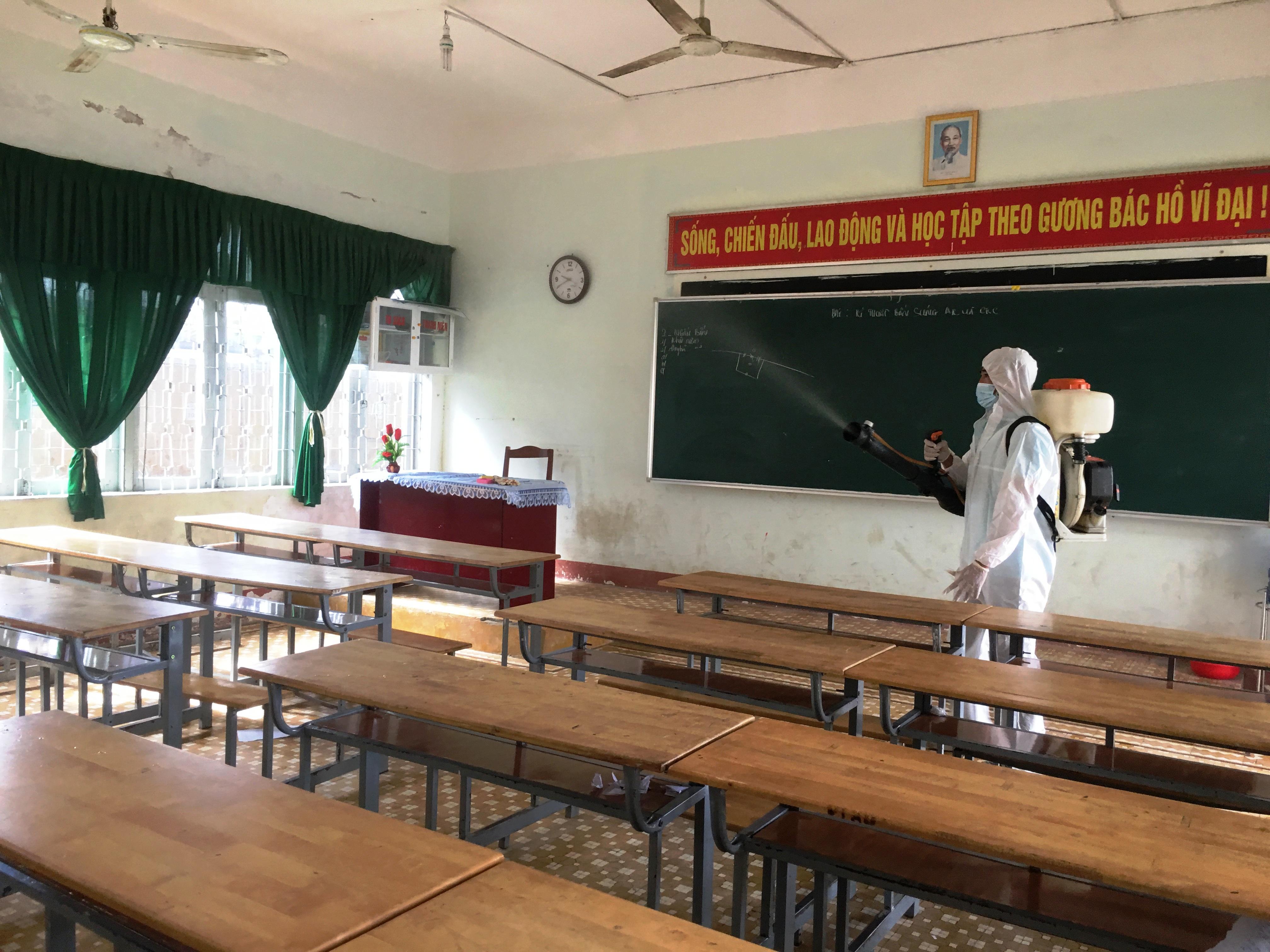 Ngành Giáo dục huyện M'Drắk phấn đấu thực hiện tốt nhiệm vụ gắn với phòng chống dịch COVID-19
