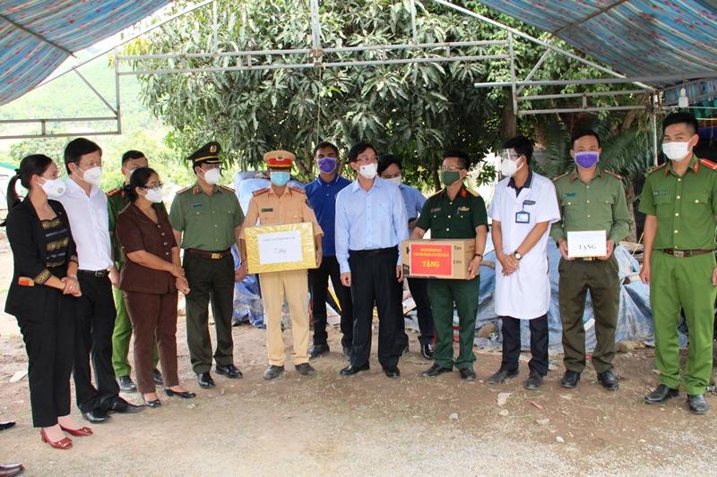 Bí thư Tỉnh ủy Nguyễn Đình Trung thăm chốt kiểm soát dịch Covid-19 xã Ea Trang, huyện M'Drắk