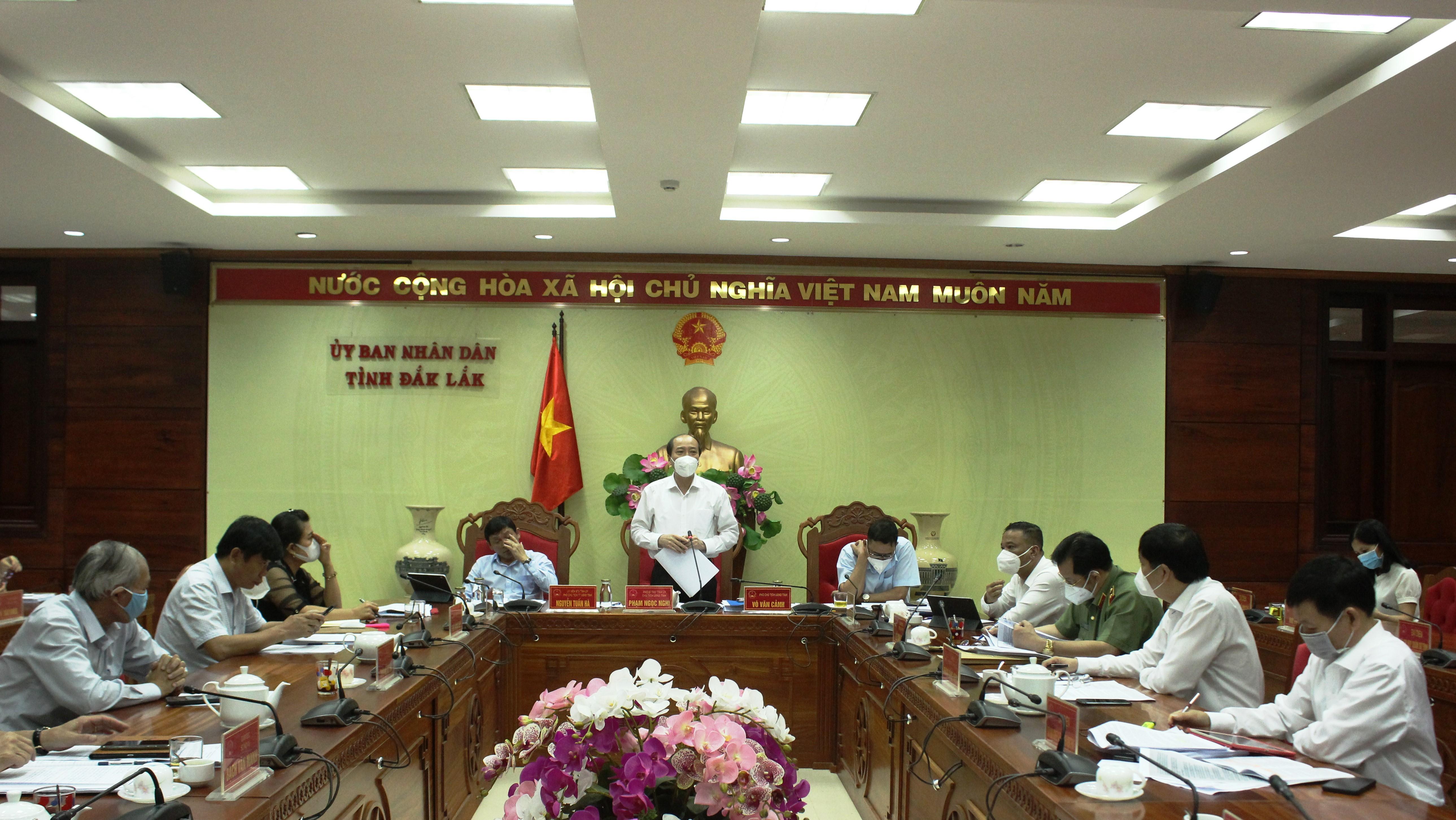 Phiên họp thành viên UBND tỉnh thông qua nội dung trình Kỳ họp HĐND tỉnh