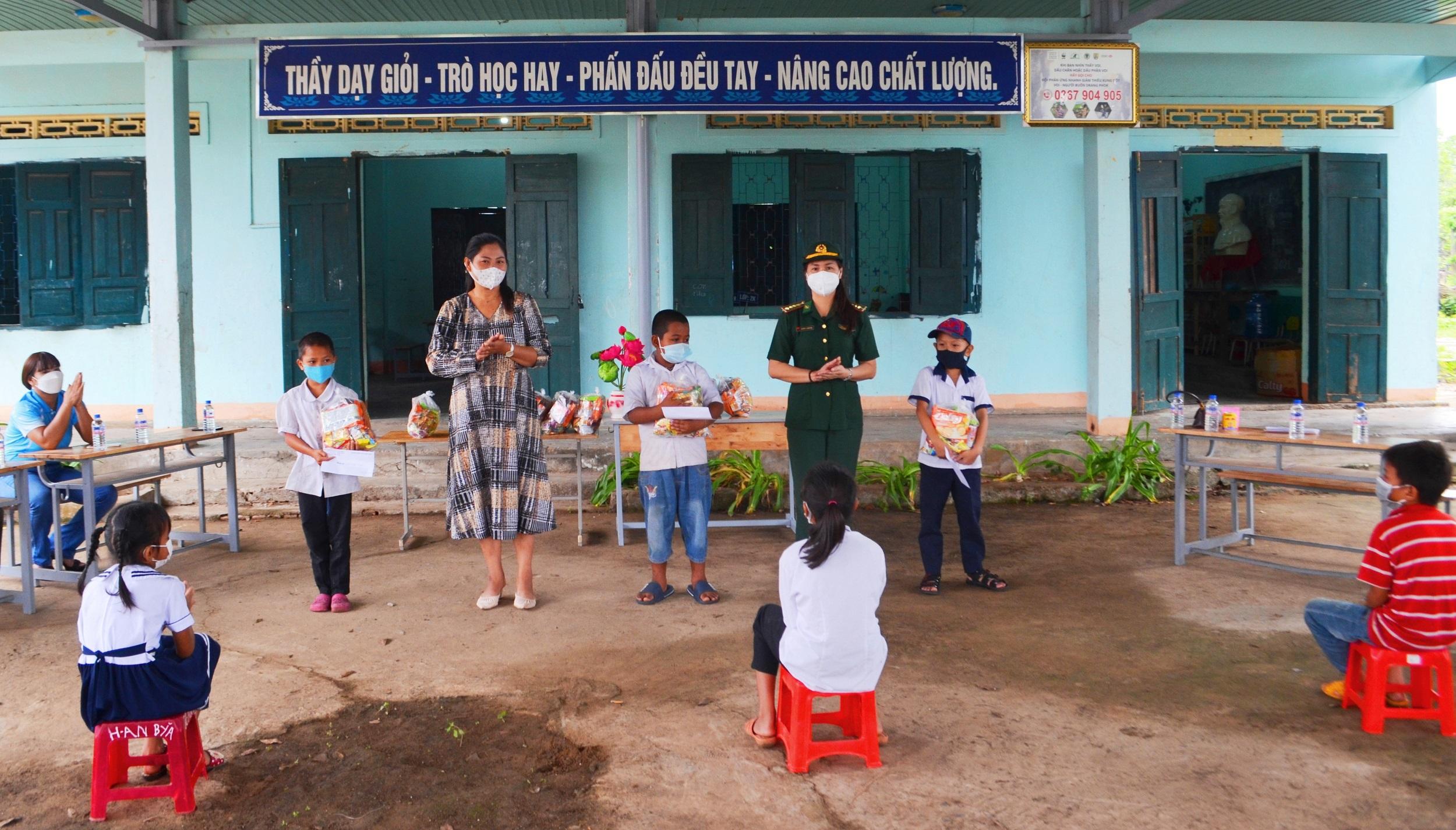 Trung thu cho trẻ em vùng biên Đắk Lắk