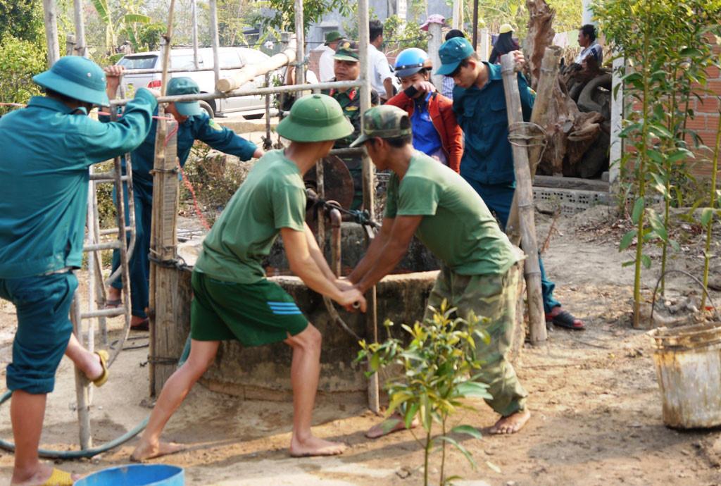 Hỗ trợ kinh phí chống hạn hán cho Bộ Chỉ huy Quân sự tỉnh
