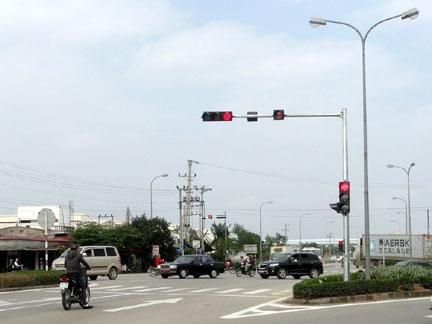 Chủ trương lắp đặt đèn tín hiệu, biển báo giao thông trên địa bàn các huyện Krông Pắc, Cư Kuin.