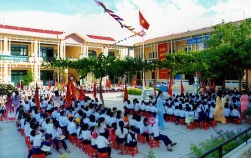 Thực hiện chỉ tiêu tỷ lệ trường học đạt chuẩn quốc gia.
