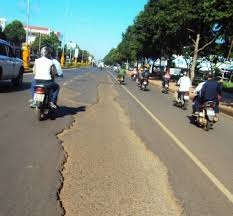 Đề nghị sửa chữa mặt đường đoạn Km1774+275 ÷ Km1777+405 đường Hồ Chí Minh  (đường Nguyễn Tất Thành, Tp. Buôn Ma Thuột)