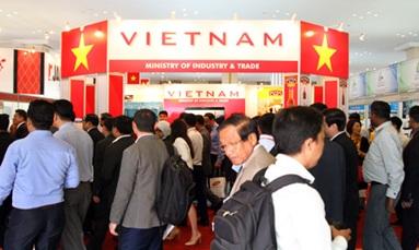 Tham dự Diễn đàn hợp tác kinh tế Việt Nam- Campuchia lần thứ hai